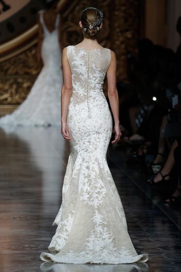 CHRISS Svadobné šaty Pronovias 2016  Rafinované línie a luxusné ... 0a8b20d20c0