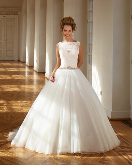 Sme svadobný salón s vášňou pre svadobnú módu a trendové spoločenské  oblečenie 6275508a1d
