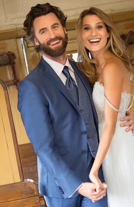 0ccd305d407e Svadobný salón Valery Vás oblečie ako dokonalý svadobný pár.