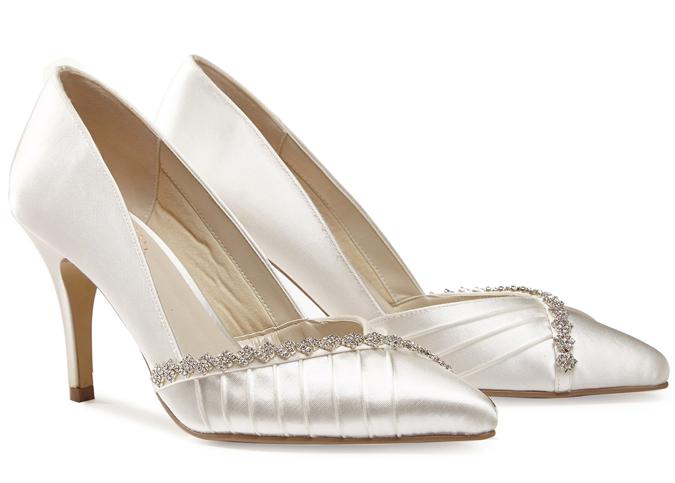 f4fc9b19a743b Blog Topánky, ktoré robia komplimenty akýmkoľvek svadobným šatám ...