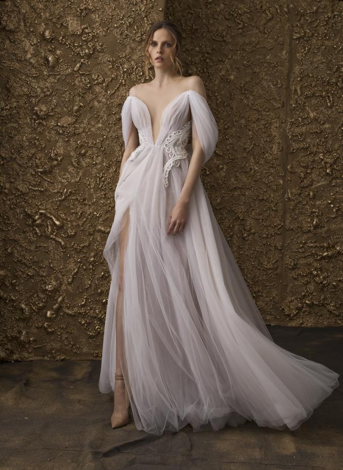 8ef56e0d2096 Blog Svadobné šaty s dotykom zlata od Nurit Hen