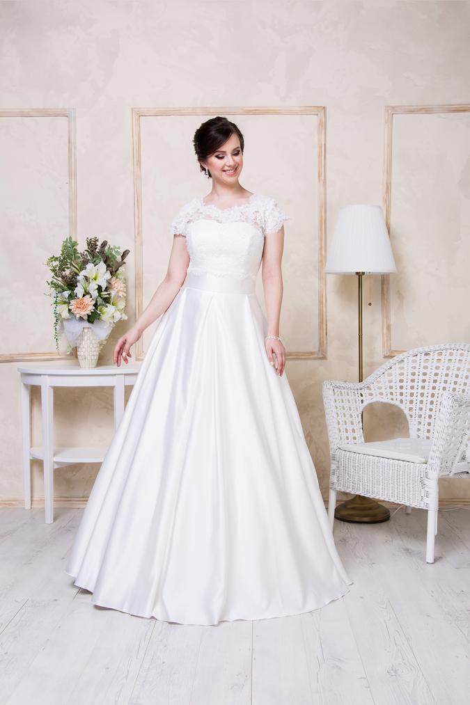 58b8ffb5d1da Tieto krásne modely svadobných a spoločenských šiat nájdete vo Svadobnom  salóne Wedding Elegance