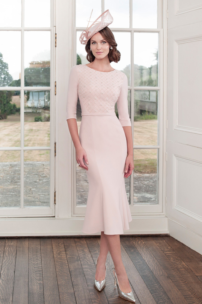 e1b470089c50 Salón Valery predstavuje kolekciu pre svadobné mamy  Sonia Peňa je  absolútne výnimočná! 10 tipov ako nosiť svadobný fascinátor. 2. 3. 4. 5. 6.  7