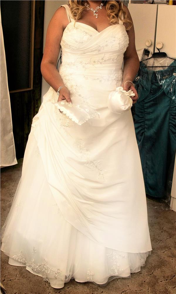 2a5783430fde Bazár Predám  Predam luxusne svadobne saty pronovias levante ...