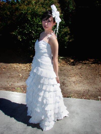 Články Šaty z toaletného papiera  Prečo nie   57ca0938d02