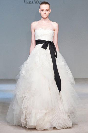 Články Svadobné šaty v duchu Jin Jang  665f1948a00