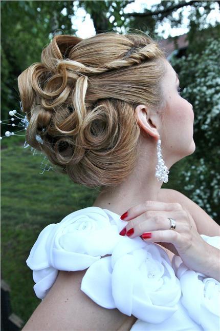 Make-up a účesy na fotenia modeliek , reklamy, svadby, plesy