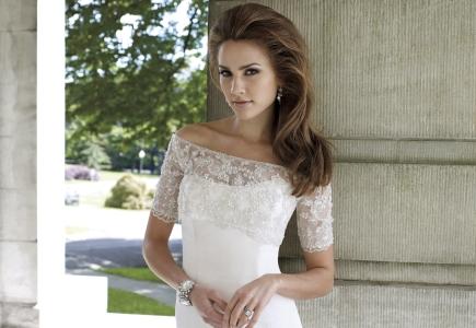 Články Nadčasová elegancia  Svadobné šaty Mon Cheri  6f18b7284e8