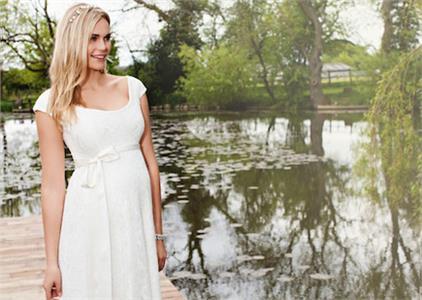 Tiffany Rose dokonca obliekla niektoré členky švédskej kráľovskej rodiny.  Všetky kolekcie tejto značky sú inšpirované nestarnúcou klasikou 50. a 60.  rokov da2fae85f37