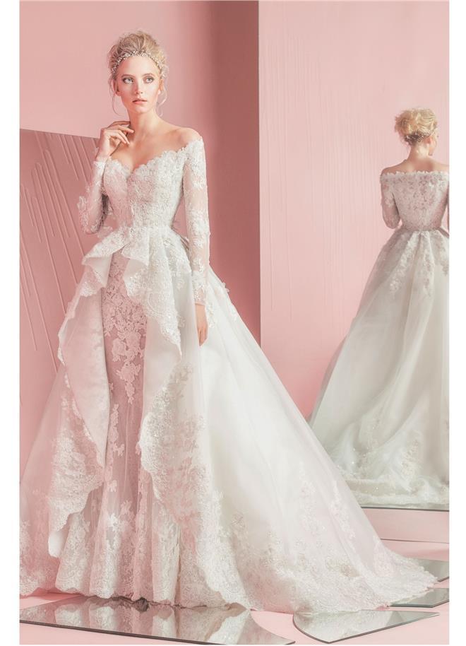 828dbb7f2cb2 ... opäť dokázal vytvoriť úžasnú kolekciu svadobných šiat. Jeho modely  haute couture sú prepracované do tých najmenších detailov.